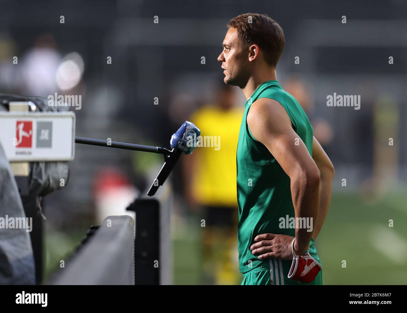 Dortmund, Germany, 26th May 2020  fcb1 TV interview ARD german television in the football match  BORUSSIA DORTMUND - FC BAYERN MUENCHEN in 1. Bundesliga 2019/2020, matchday 28.  © Peter Schatz / Alamy Live News / Pool via Jürgen Fromme / firosportfoto   - DFL REGULATIONS PROHIBIT ANY USE OF PHOTOGRAPHS as IMAGE SEQUENCES and/or QUASI-VIDEO -   National and international News-Agencies OUT  Editorial Use ONLY Stock Photo