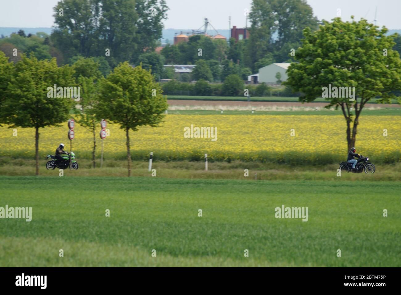Motorradfahrer auf dem Weg in die Eifel Stock Photo