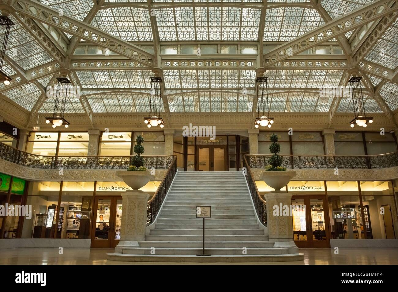 Horizontal frontal shot of the beautiful staircase of the Rookery Building lobby, remodeled by Frank Lloyd Wright in 1905, Chicago, Illinois, USA Stock Photo