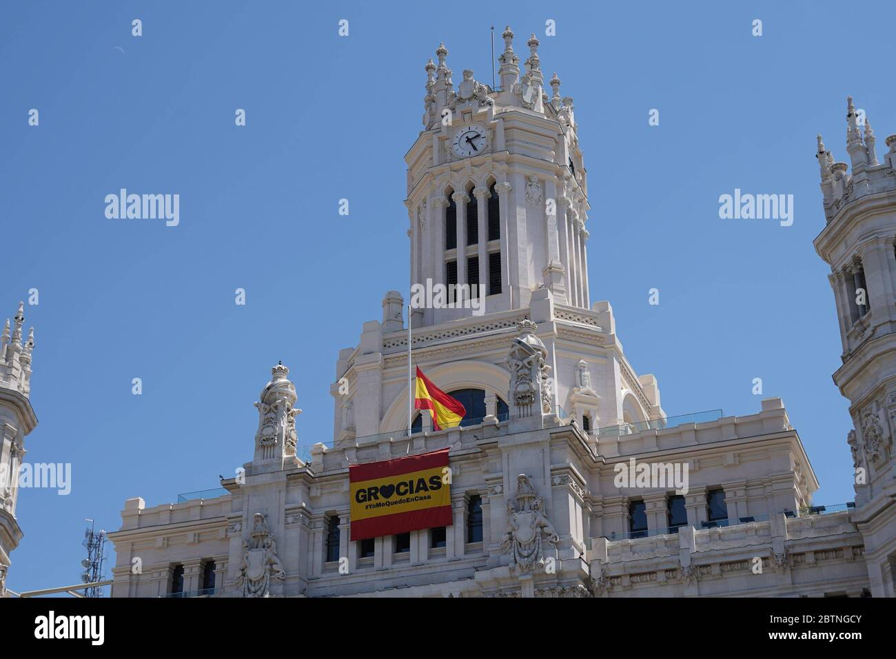 Madrid, Spain. 27th May, 2020. Flags at half-staff on the occasion of the official mourning decreed in Spain in tribute to the dead by covid, in Madrid, May 27, 2020. Banderas a media asta en el primer dia de luto nacional decretado por el Gobierno en memoria de las victimas del Covid19. Madrid 27 Mayo 2020 Antonio Quillez/Cordon Press Credit: CORDON PRESS/Alamy Live News Stock Photo