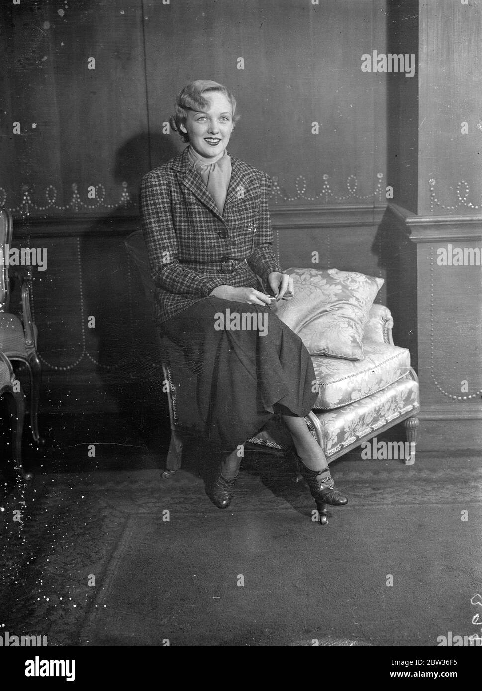 Charlie Chaplin ' s leading lady in London . Miss Virginia Cherrill , who played the part of the blind girl of ' City Lights ' opposite Charlie Chaplin , is in London . This is her first visit to England . 20 November 1933 Stock Photo