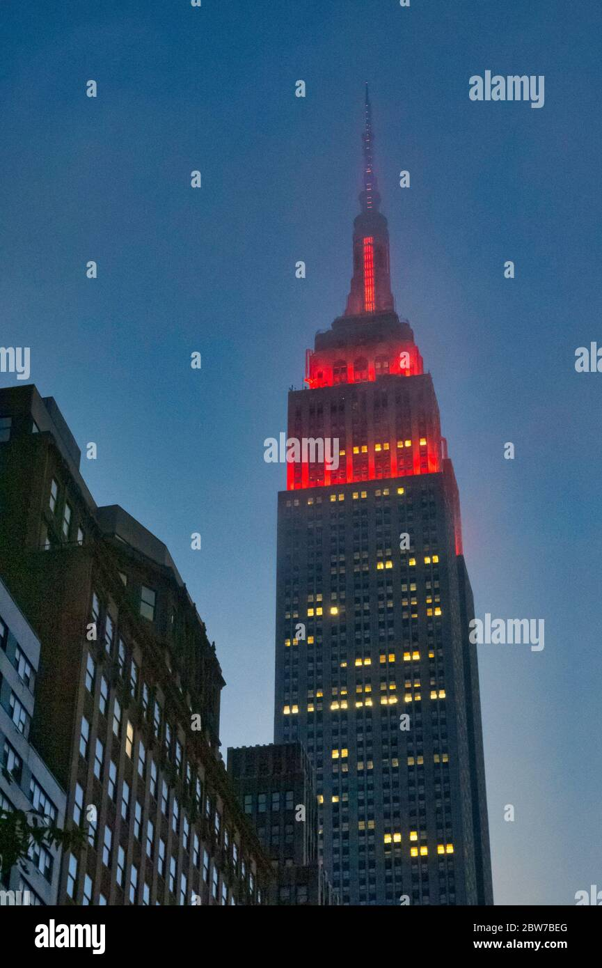 The lights on the Empire State Building flash red during the Covid-19 pandemic, USA Stock Photo
