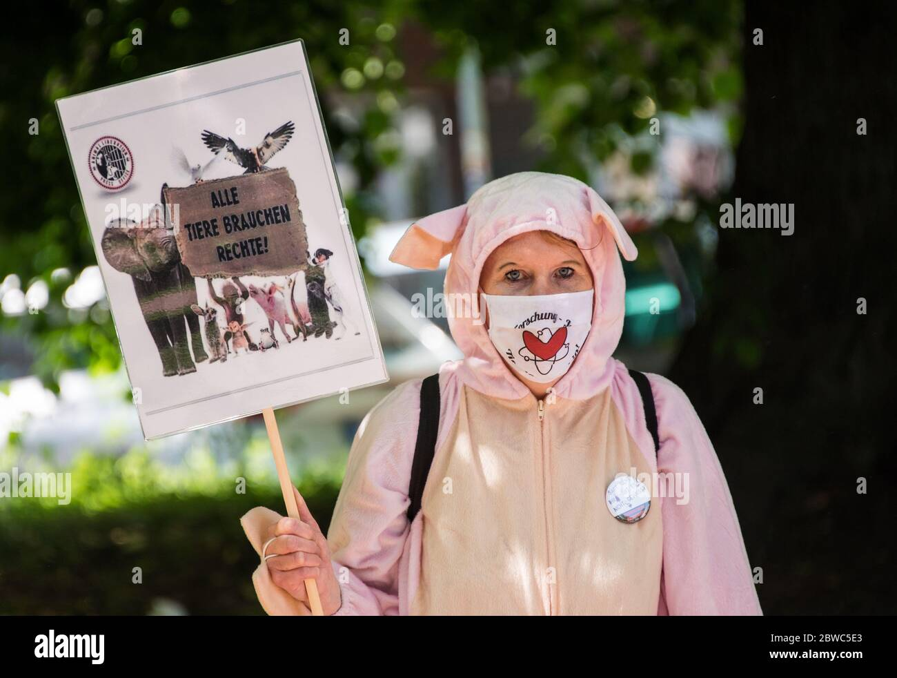 Halloween Parties Hamburg 2020 Hamburg, Germany. 31st May, 2020. A participant of a rally of the