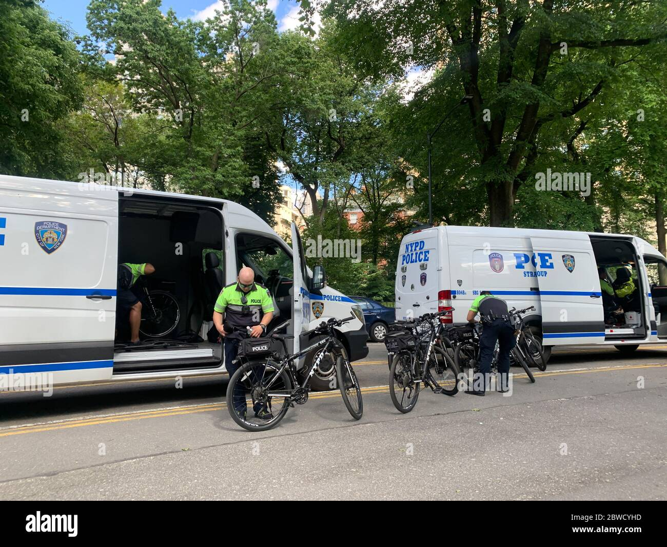New York, New York, USA. 31st May, 2020. (NEW) Police officers on bikes getting ready for George Floyd protest. May 31, 2020, New York, USA: Police officers on bikes at Central Park are getting ready for tonight's protest in Manhattan in favor of George Floyd, the black American who was murdered by a policeman on Monday (25) in Minneapolis. Protesters were destroying police cars during previous protests and now, NYPD decided to use bikes to monitor tonight's protest in the city.Credit: Niyi Fote /Thenews2 Credit: Niyi Fote/TheNEWS2/ZUMA Wire/Alamy Live News Stock Photo
