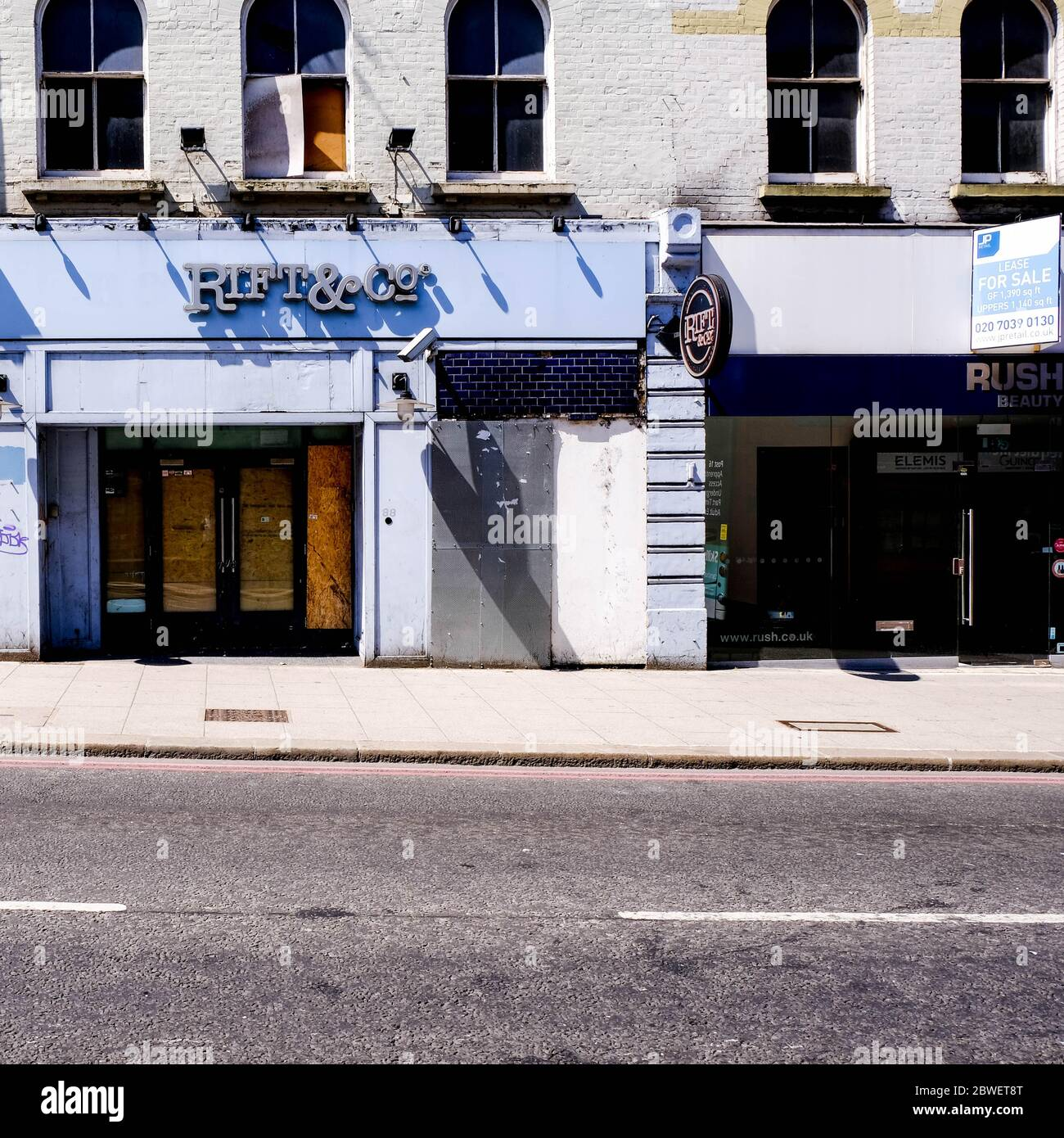 Small Independent Business Failures Increased Due To The UK Coronavirus Pandemic 2020, This closed And Boarded Up Shop Typical Stock Photo