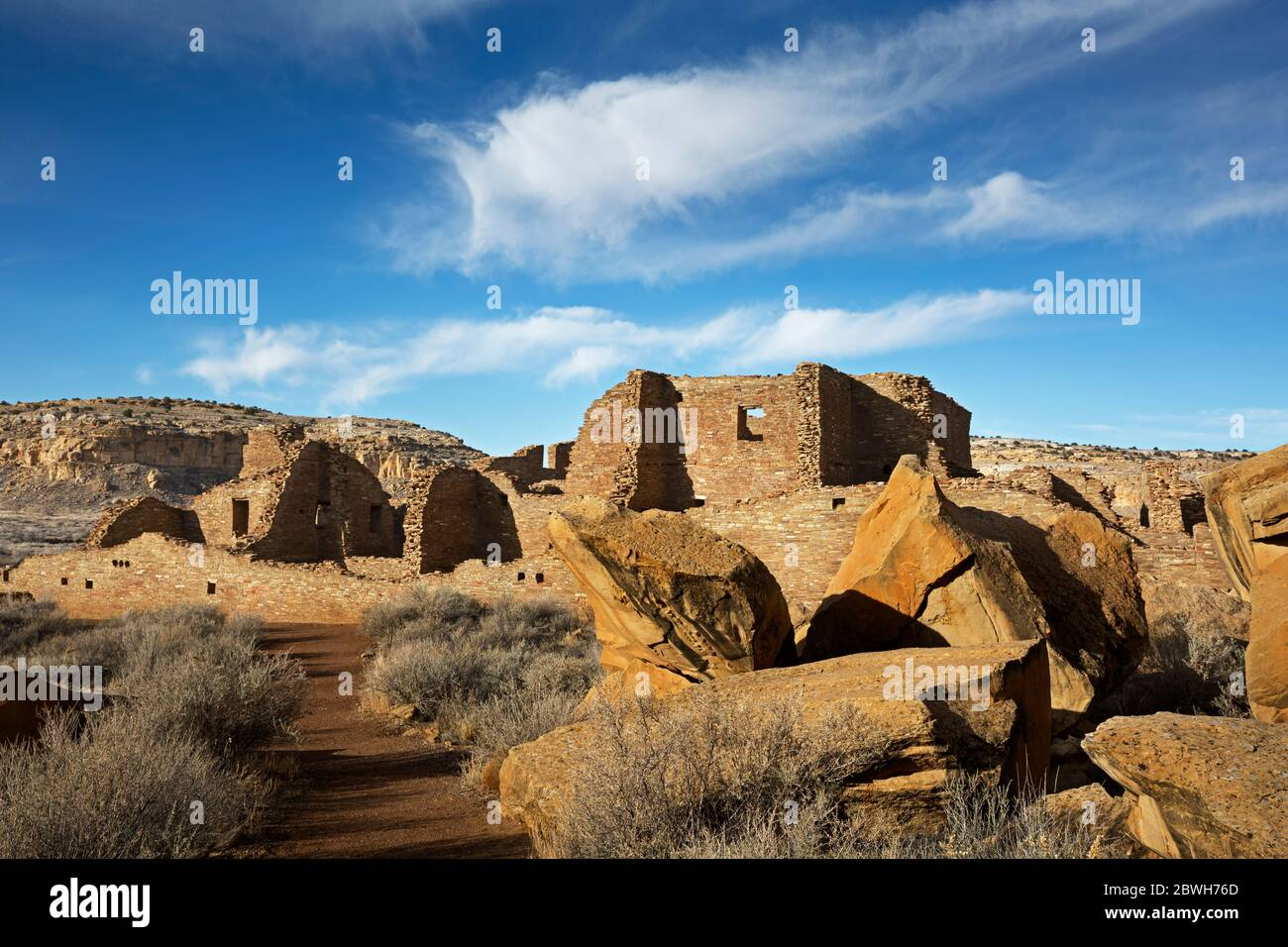 NM00342-00...NEW MEXICO - Pueblo Bonito ruin, a 900 year old dwelling of the Ancestral Puebloans, now part of Chaco Culture National Historical Park. Stock Photo