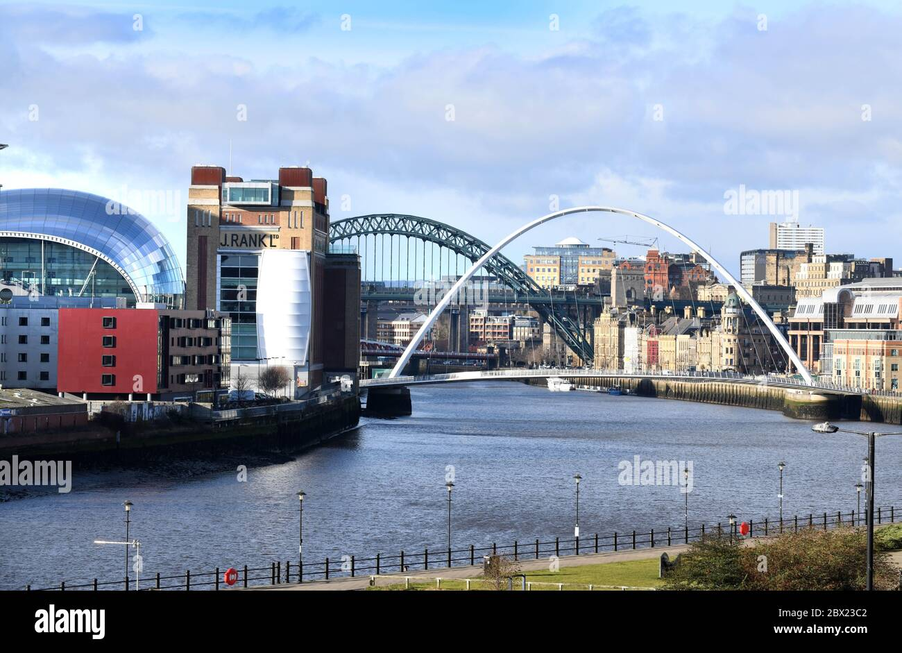 Newcastle upon Tyne skyline and River Tyne showing The Millennium Bridge and The Tyne Bridge and The Baltic and Sage Stock Photo