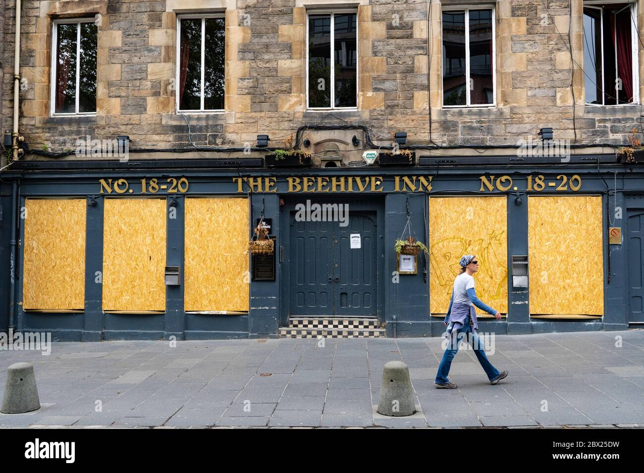 Edinburgh, Scotland, UK. 4 June 2020.  As Covid-19 lockdown relaxation continues in Scotland very few shops and businesses are open. Streets remain quiet and pubs and, with a few exceptions, bars and pubs are closed. Pictured; Closed and boarded up pubs in grass market in Old Town. Iain Masterton/Alamy Live News Stock Photo