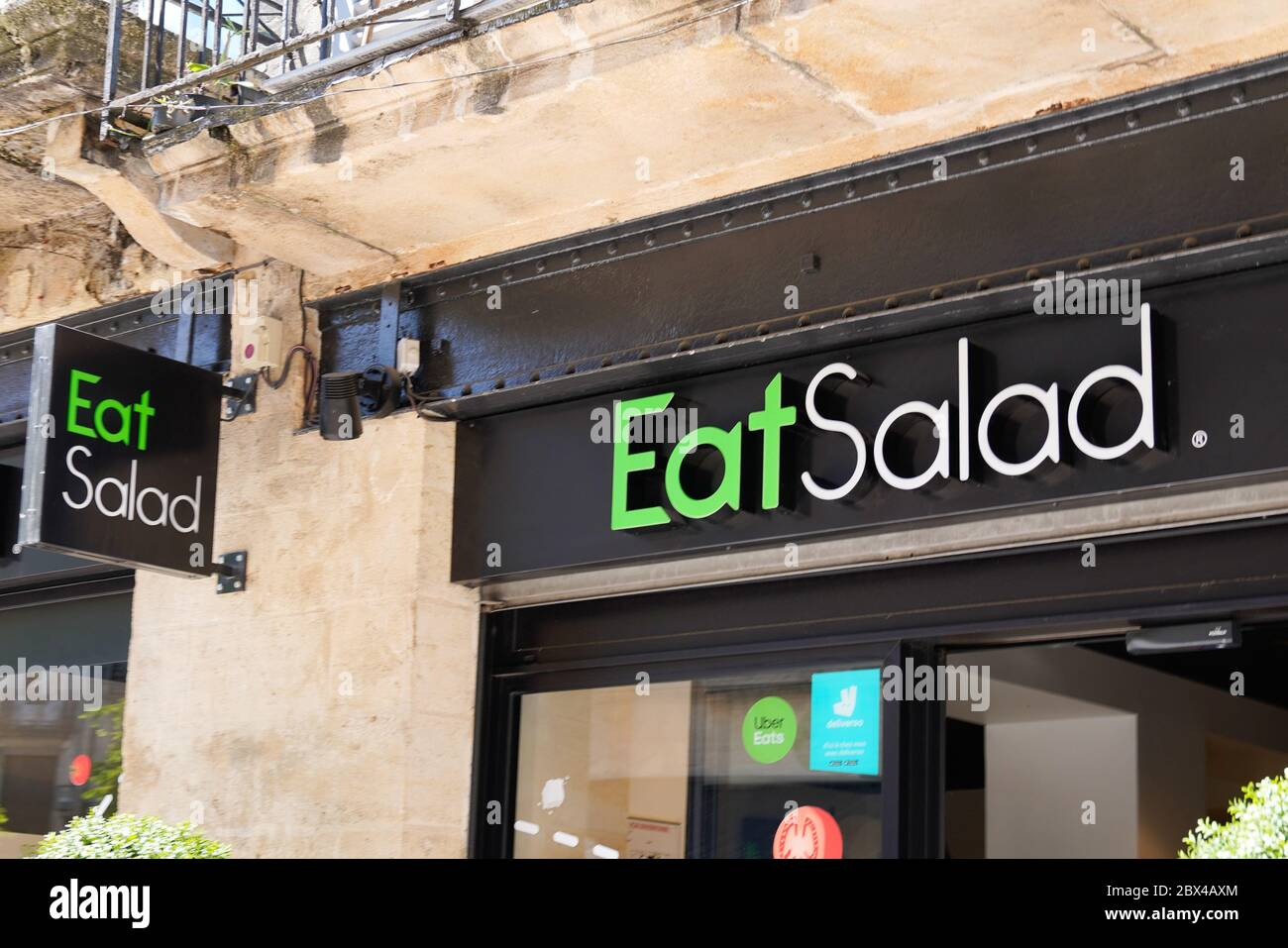 Bordeaux Aquitaine France 06 01 2020 Eat Salad Logo Sign Of Modern Restaurant Take Away On Fastfood Building Stock Photo Alamy