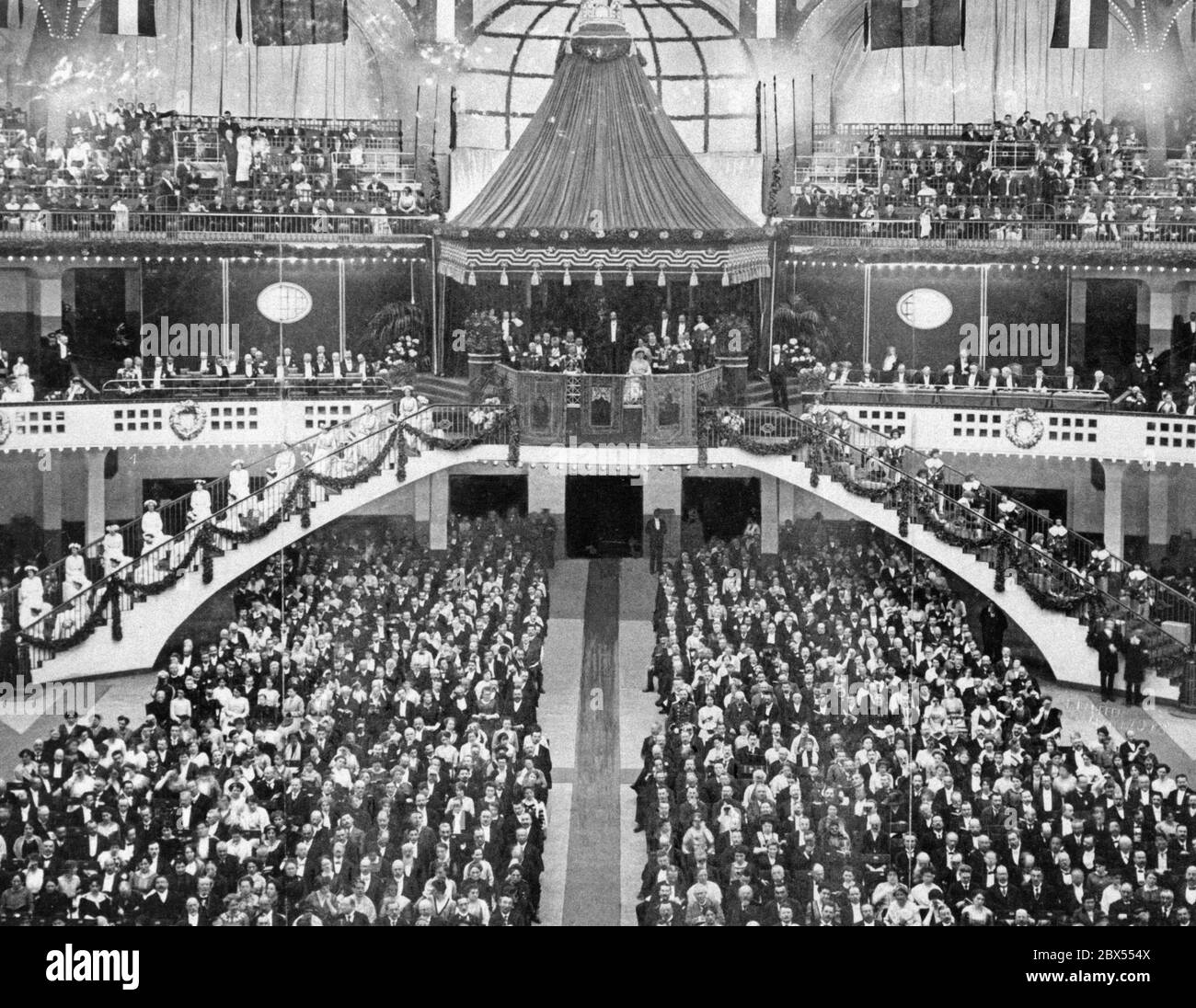 At the Kaiserpreis Wettsingen (Singing contest for the Emperor's Prize) in Frankfurt am Main. View of the Emperor's Lodge in the Festhalle. Stock Photo