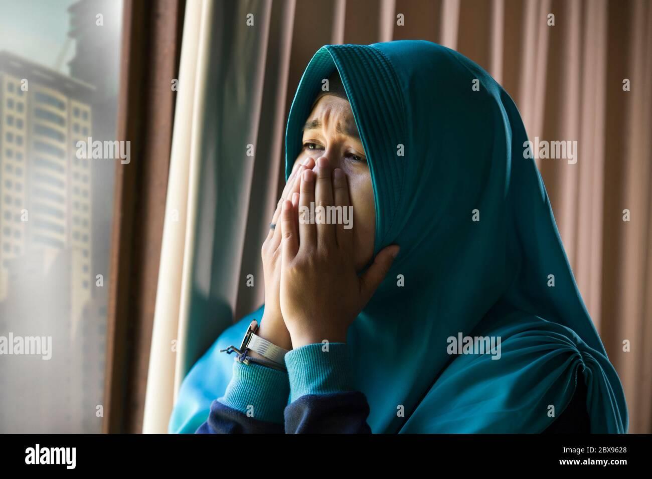 Woman Hijab Sad High Resolution Stock Photography And Images Alamy