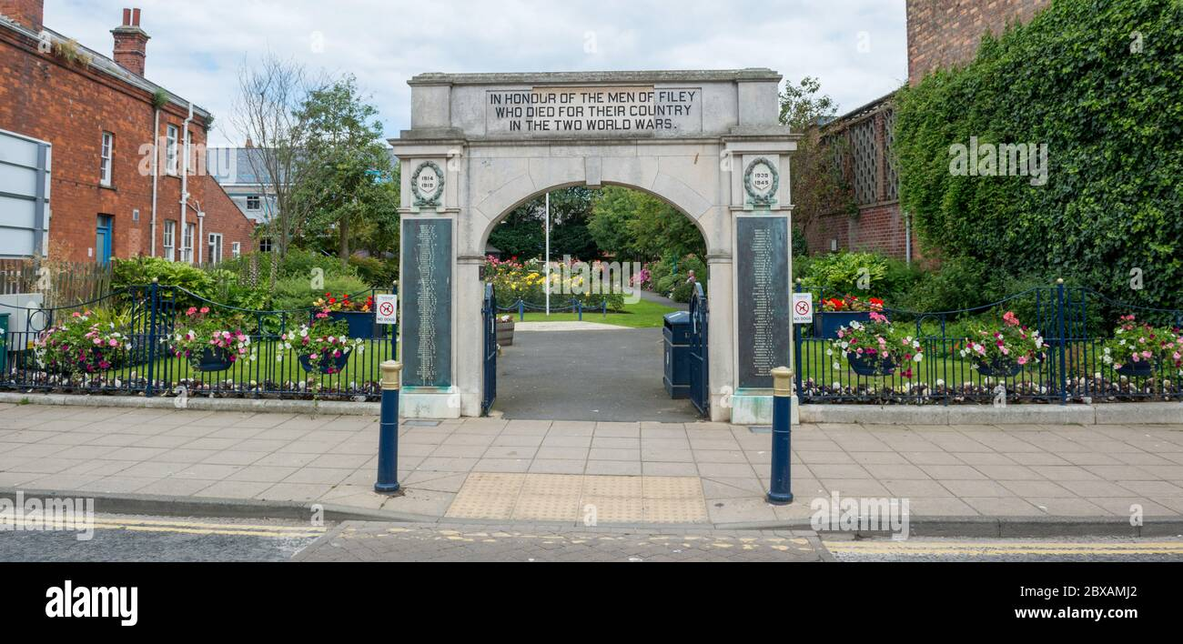 The War Memorial archway and memorial gardens in Filey in North Yorkshire Stock Photo