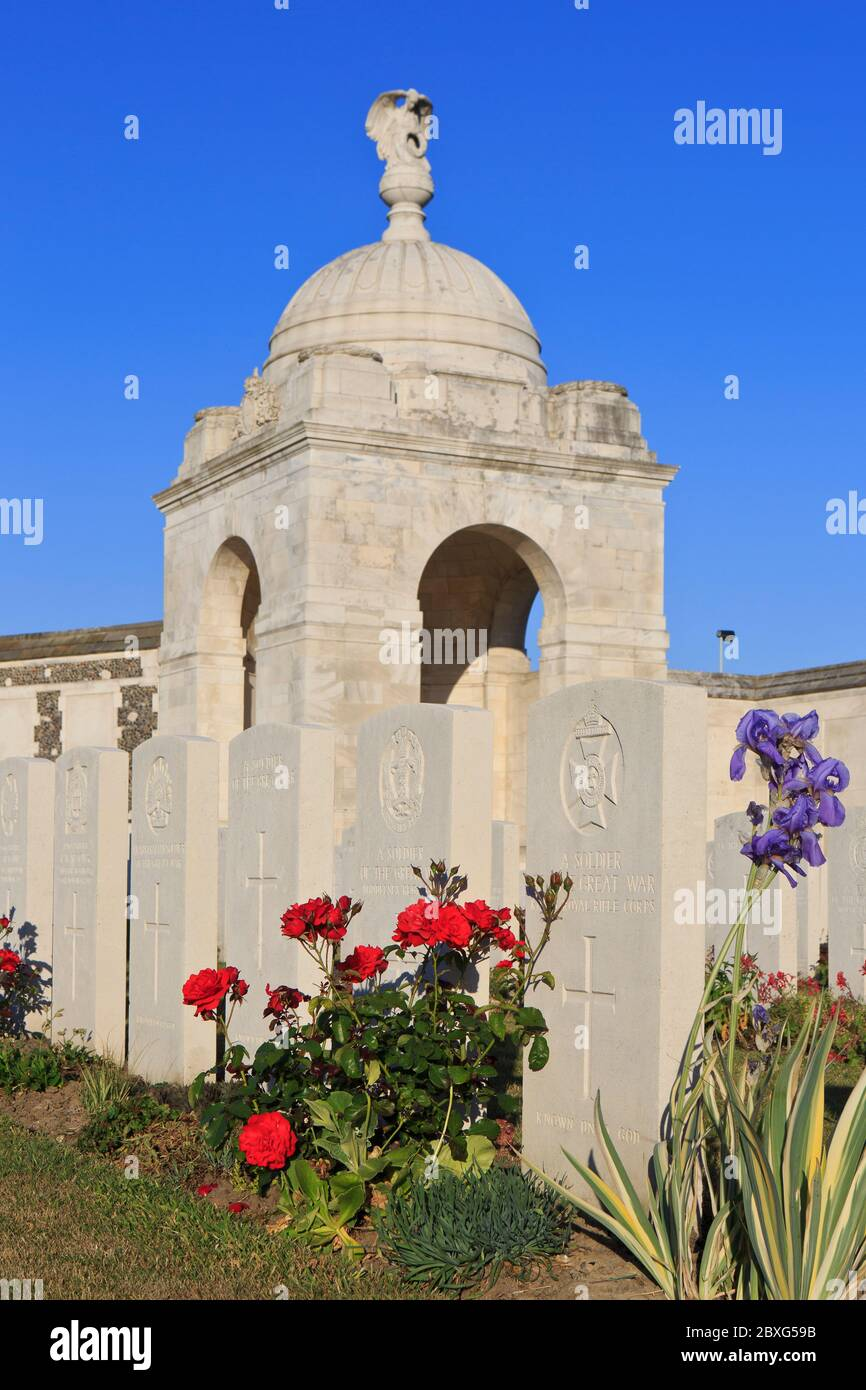 Close-up of rotunda with angel and military graves at Tyne Cot Cemetery (1914-1918) in Zonnebeke, Belgium Stock Photo