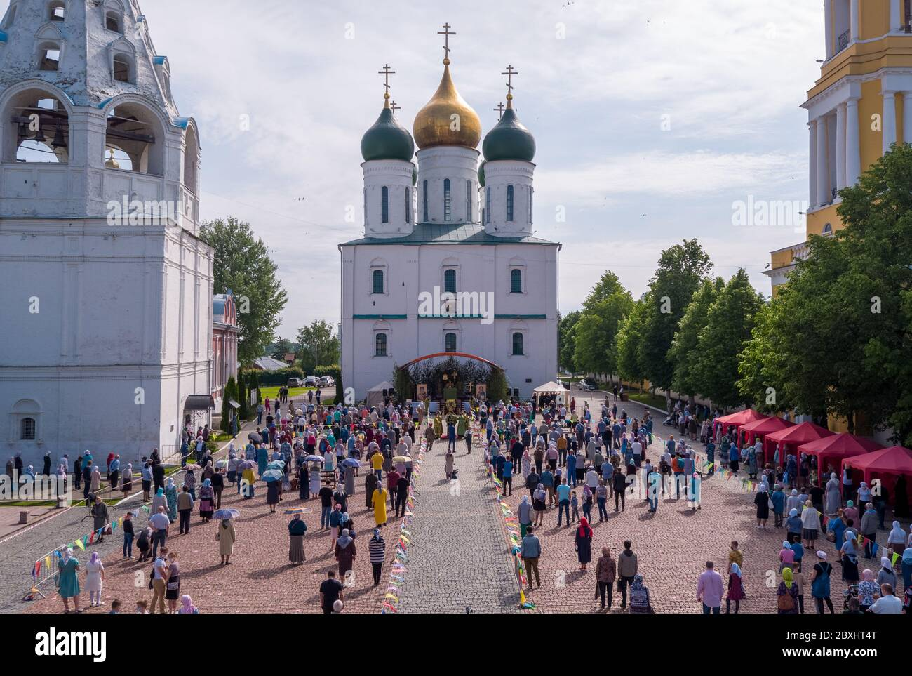 Kolomna, Moscow Region, Russia. 7th June, 2020. Believers observe social distancing in front of the Assumption Cathedral during a religious service. On 31 May 2020, the Moscow Region authorities allowed people to take part in outdoor religious services and visit churches outside service hours. Credit: Dmitry Serebryakov/TASS/Alamy Live News Stock Photo