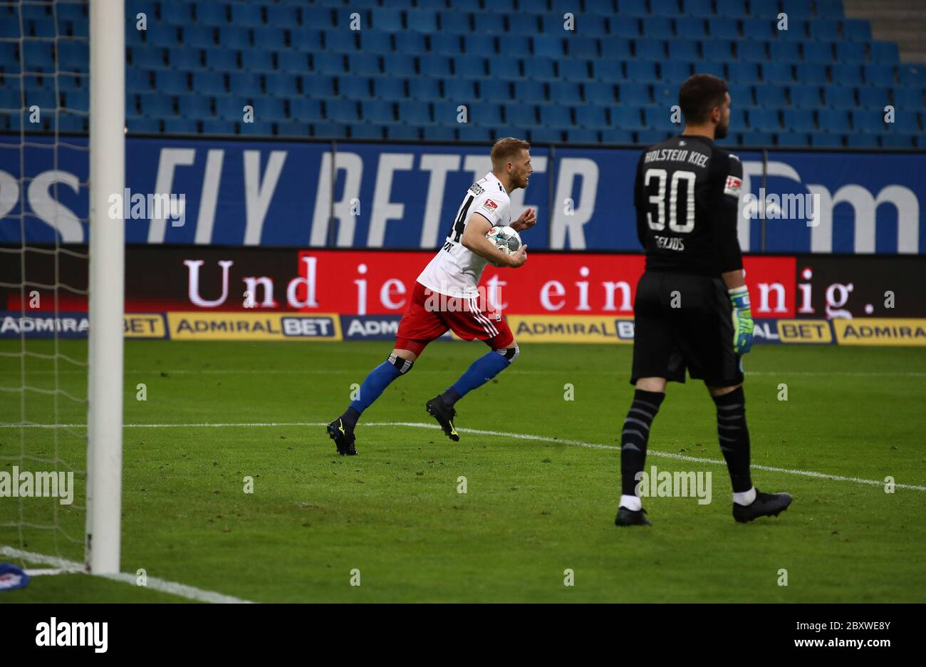 08 June 2020 Hamburg Football 2nd Bundesliga 30th Matchday Hamburger Sv Holstein Kiel In The Volksparkstadion