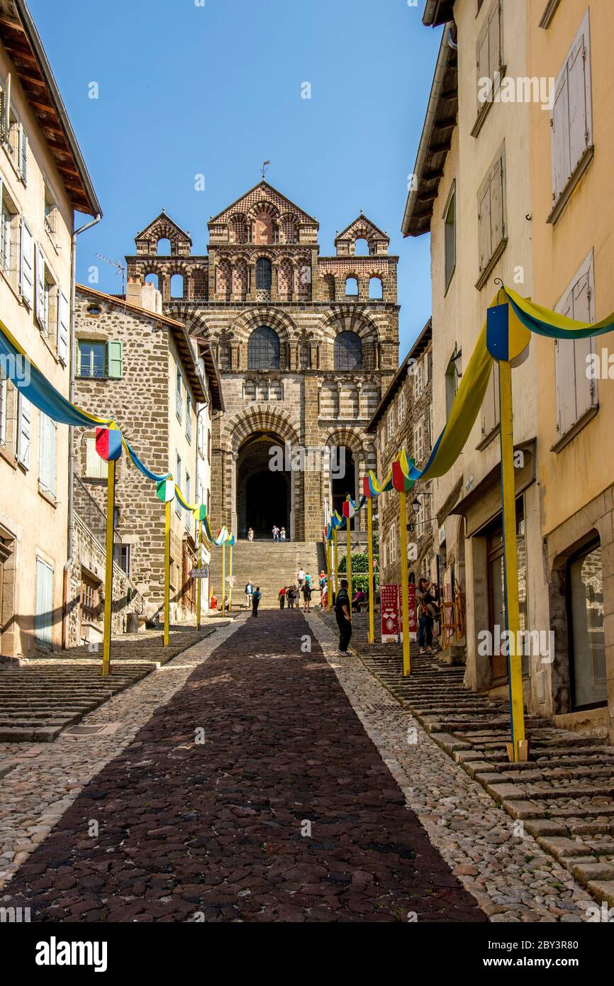 Cathedral Notre-Dame du Puy, UNESCO World Heritage Site, Le Puy-en-Velay departure of Saint Jacques de Compostelle way , Haute Loire, Auvergne-Rhone-A Stock Photo