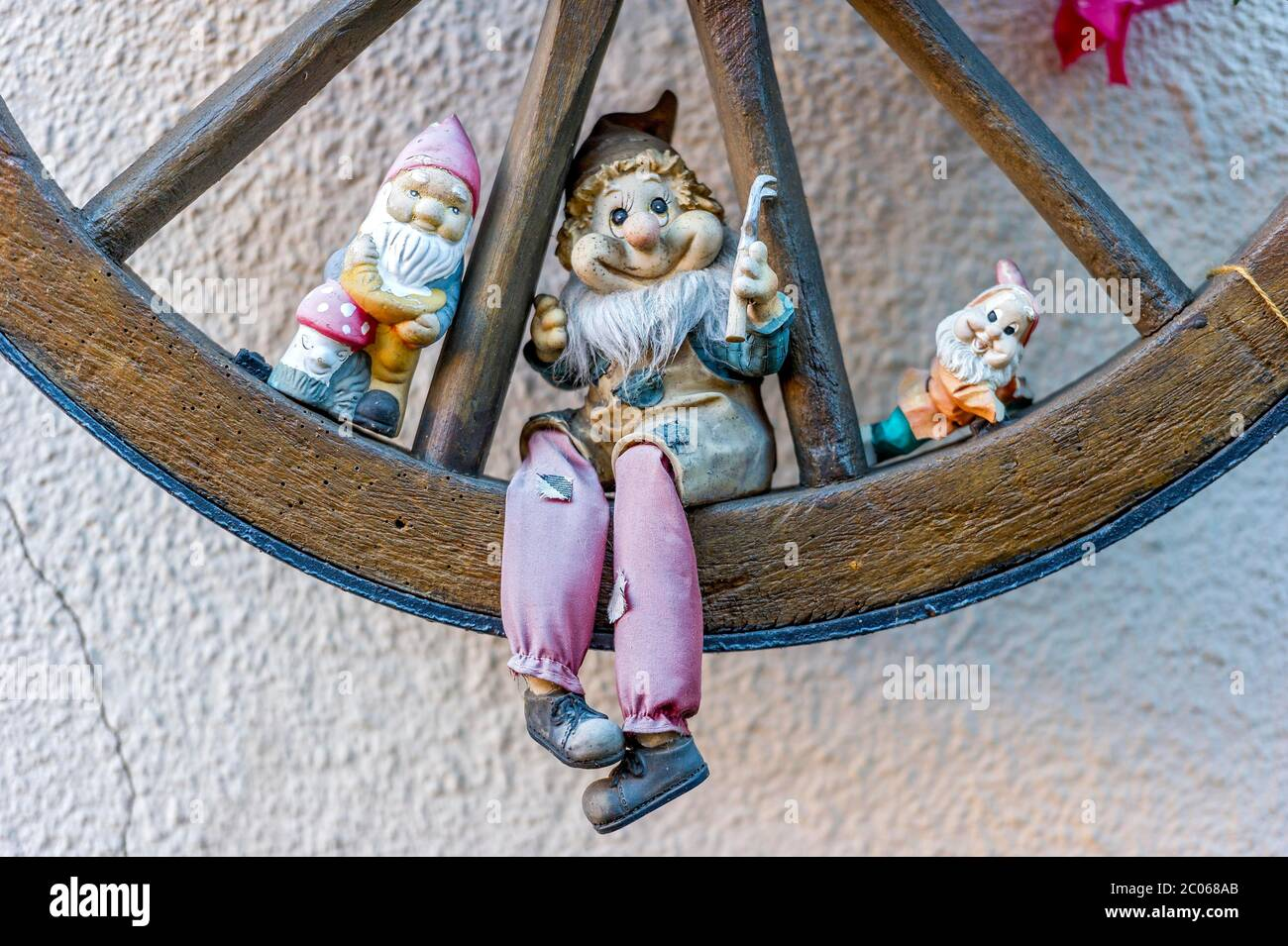 Garden Gnomes In Wooden Wagon Wheel Steinau An Der Strasse Hesse Germany Stock Photo Alamy