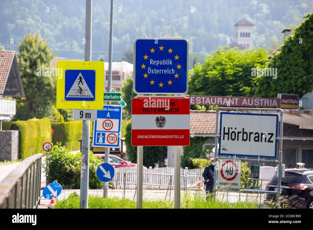 Grenzverkehr nach der Lockerung der Grenze Österreich - Deutschland am Grenzübergang Ziegelhaus in Lindau-Zech. Lindau,16.05.2020 Stock Photo