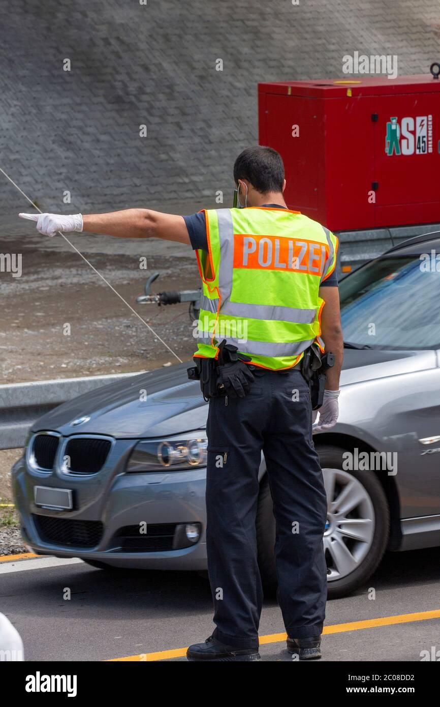 Kontrollen beim Grenzverkehr nach der Lockerung der Grenze Österreich - Deutschland. Lindau,16.05.2020 Stock Photo