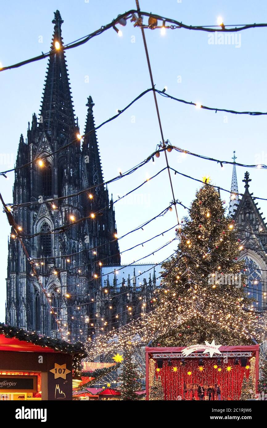 Christmas market at Cologne Cathedral, Cologne, North Rhine-Westfalia, Germany, Europe Stock Photo