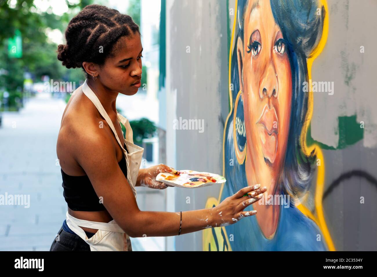 Artist Yetunde Sapp Paints A Portrait Of Breonna Taylor On Plywood Window Covering At Black Lives Matter Plaza Washington Dc United States Stock Photo Alamy