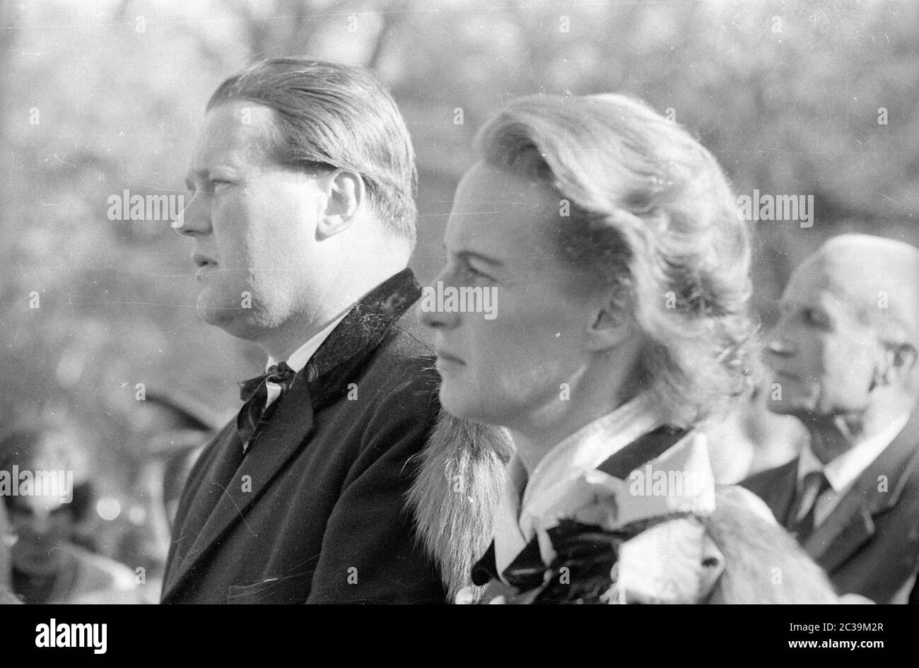 Par Force Hunting In Salzburg In 1965 Master Of The Hunt And Huntress Stock Photo Alamy