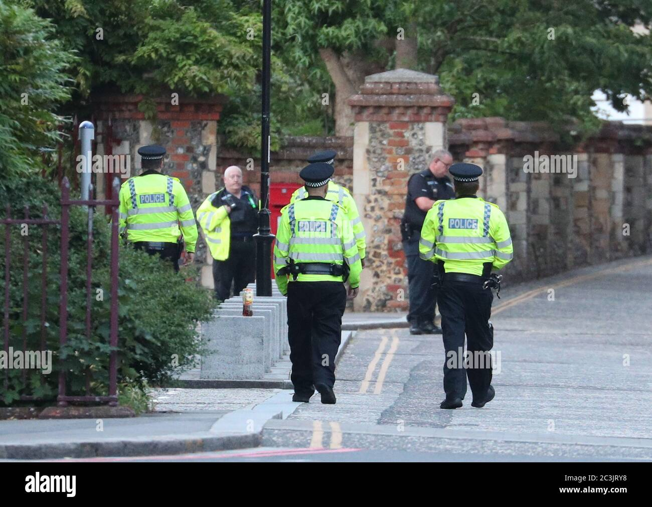 """Police at Forbury Gardens in Reading town centre where they are responding to a """"serious incident"""" Stock Photo"""