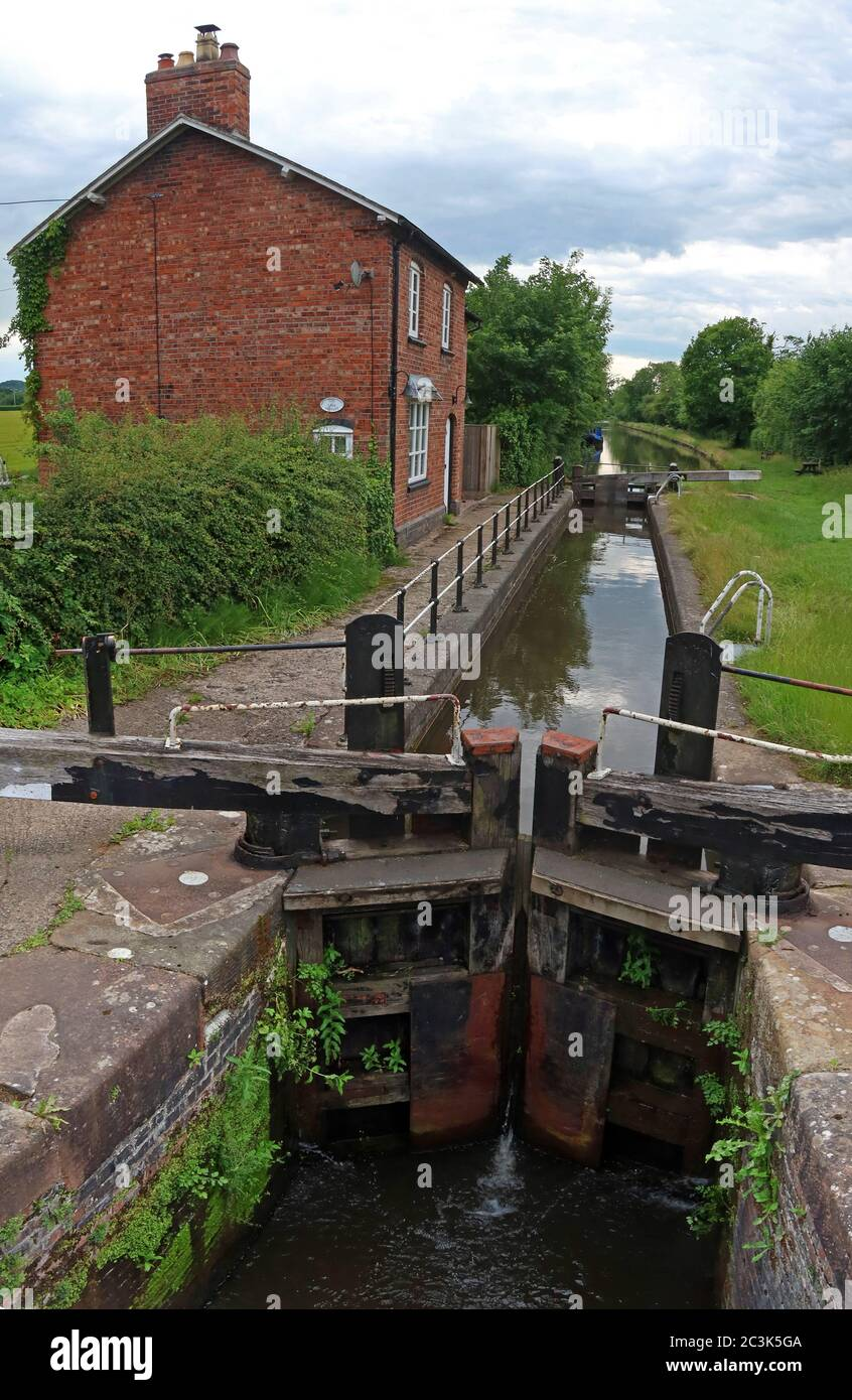 Marbury Lock No 10, Lock-keeper's Cottage, School Lane, Marbury, Whitchurch, Cheshire, England, UK,  SY13 4HS Stock Photo