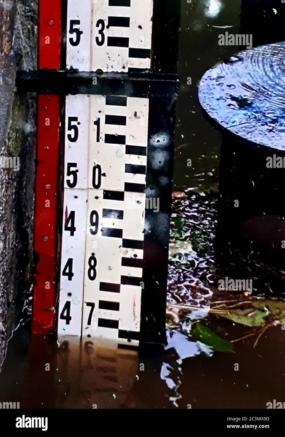 Der Neisse Pegel in Görlitz Zgorzelec bei knapp 4,7 Meter um 9 Uhr am 21.6.2020 Stock Photo