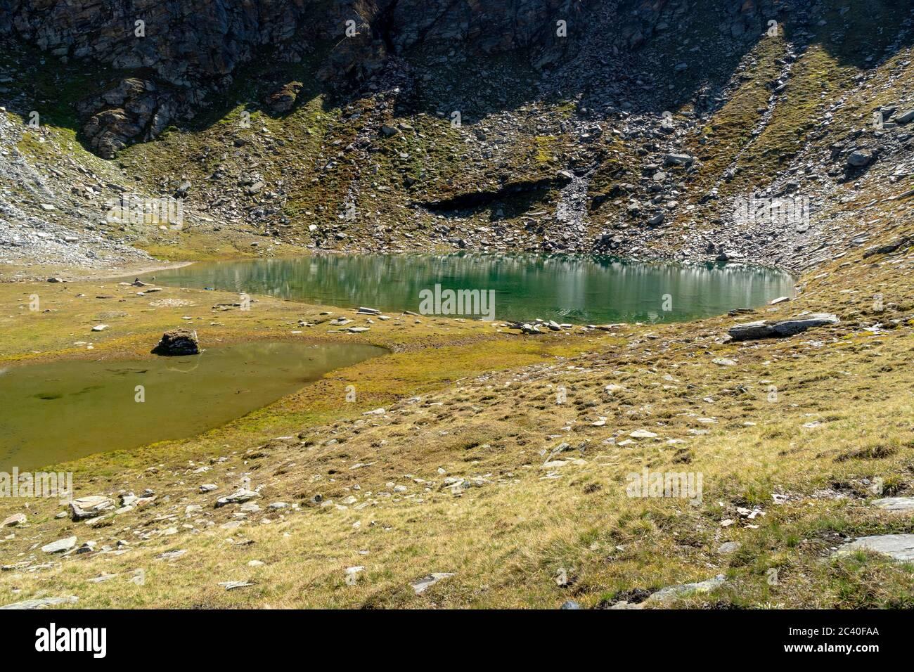 Der Ampervreilsee auf der Alp Ampervreila am Fuss von Guraletschhorn und Ampervreilhorn. Zervreila-Region, Valser Tal, Graubünden. Stock Photo