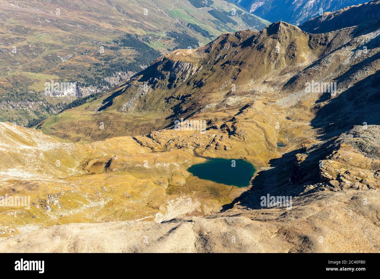 Auf dem Gipfel des Fanellhorns, Zervreila-Region, Valser Tal, Graubünden. Sicht zum Guraletschsee. Stock Photo
