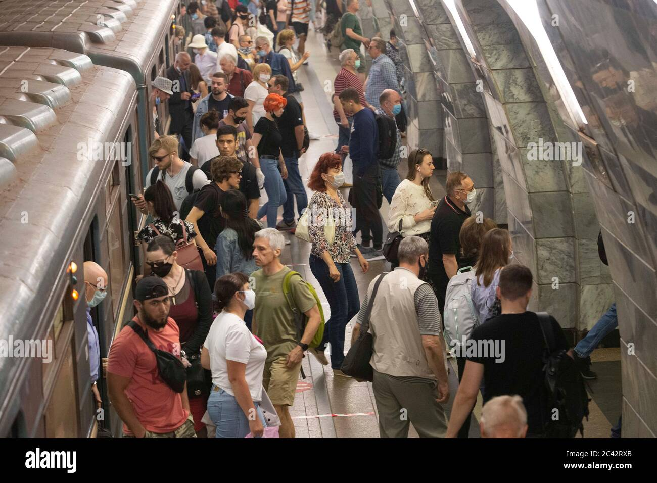 Moscow, Russia. 23rd June, 2020. People are seen at a subway station in Moscow, Russia, on June 23, 2020. Russia recorded 7,425 COVID-19 cases in the past 24 hours, taking its total to 599,705, the country's coronavirus response center said in a statement Tuesday. Credit: Alexander Zemlianichenko Jr/Xinhua/Alamy Live News Stock Photo