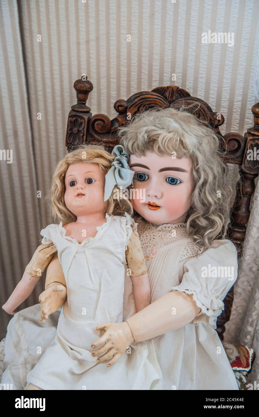 Old Fashioned Dolls In A Doll Repair Shop Dresden Saxony Germany Stock Photo Alamy