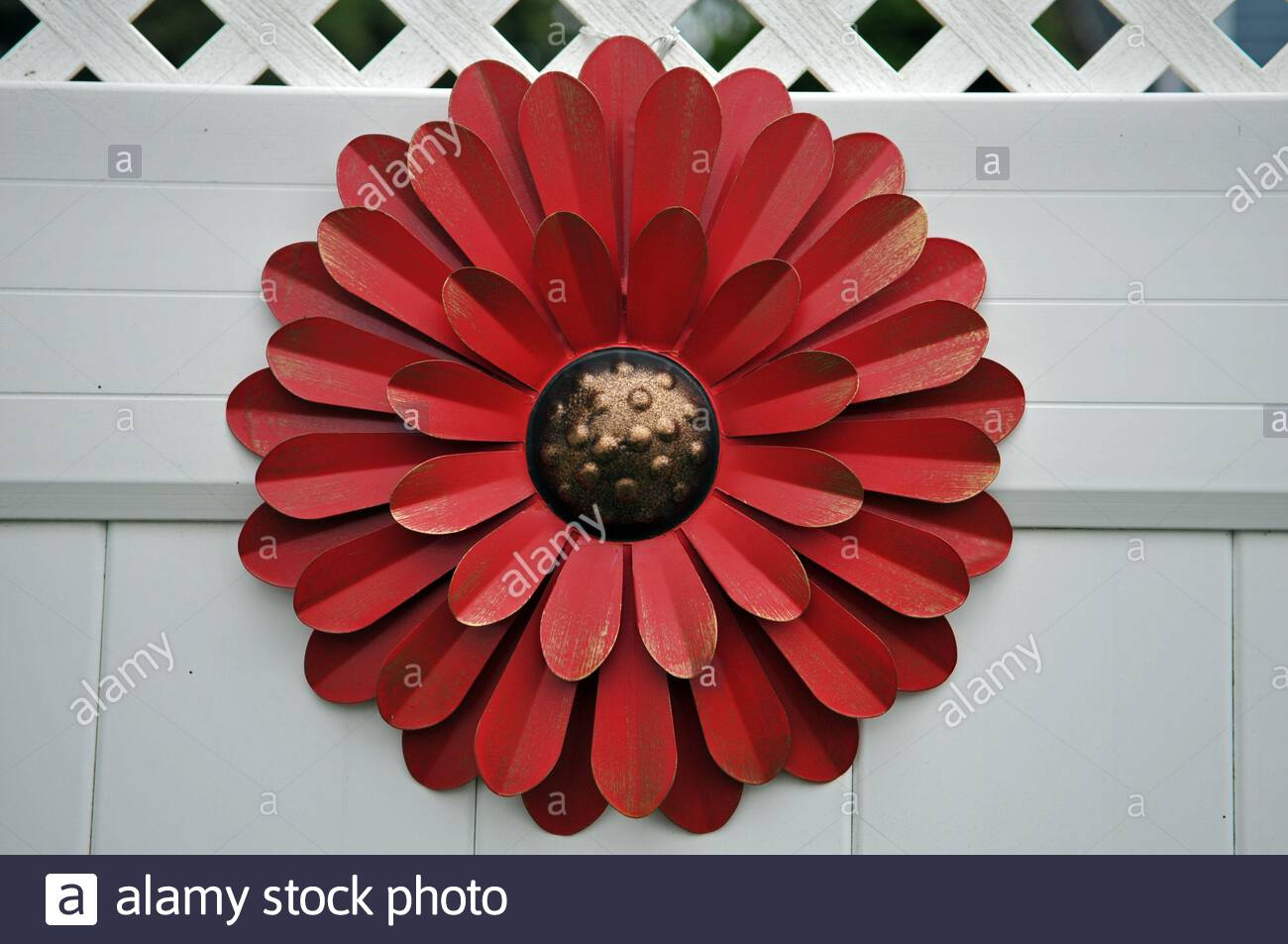 Juegoal Red 16 Inch Metal Flower Wall Art Decor For Outdoor Garden Stock Photo Alamy