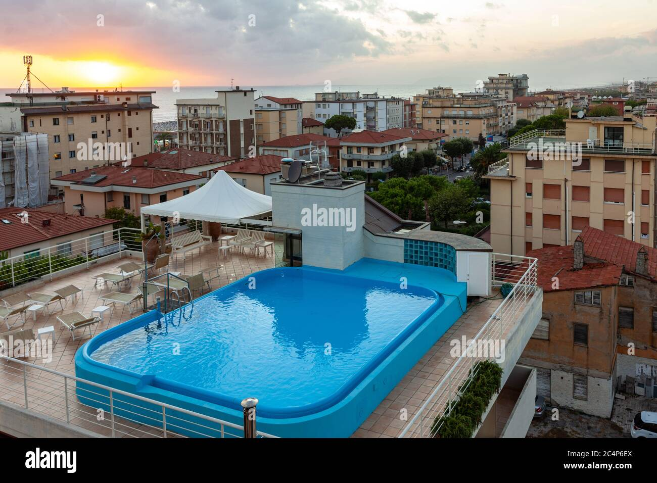 Empty Swimming Pool Abandoned Hotel High Resolution Stock Photography And Images Alamy