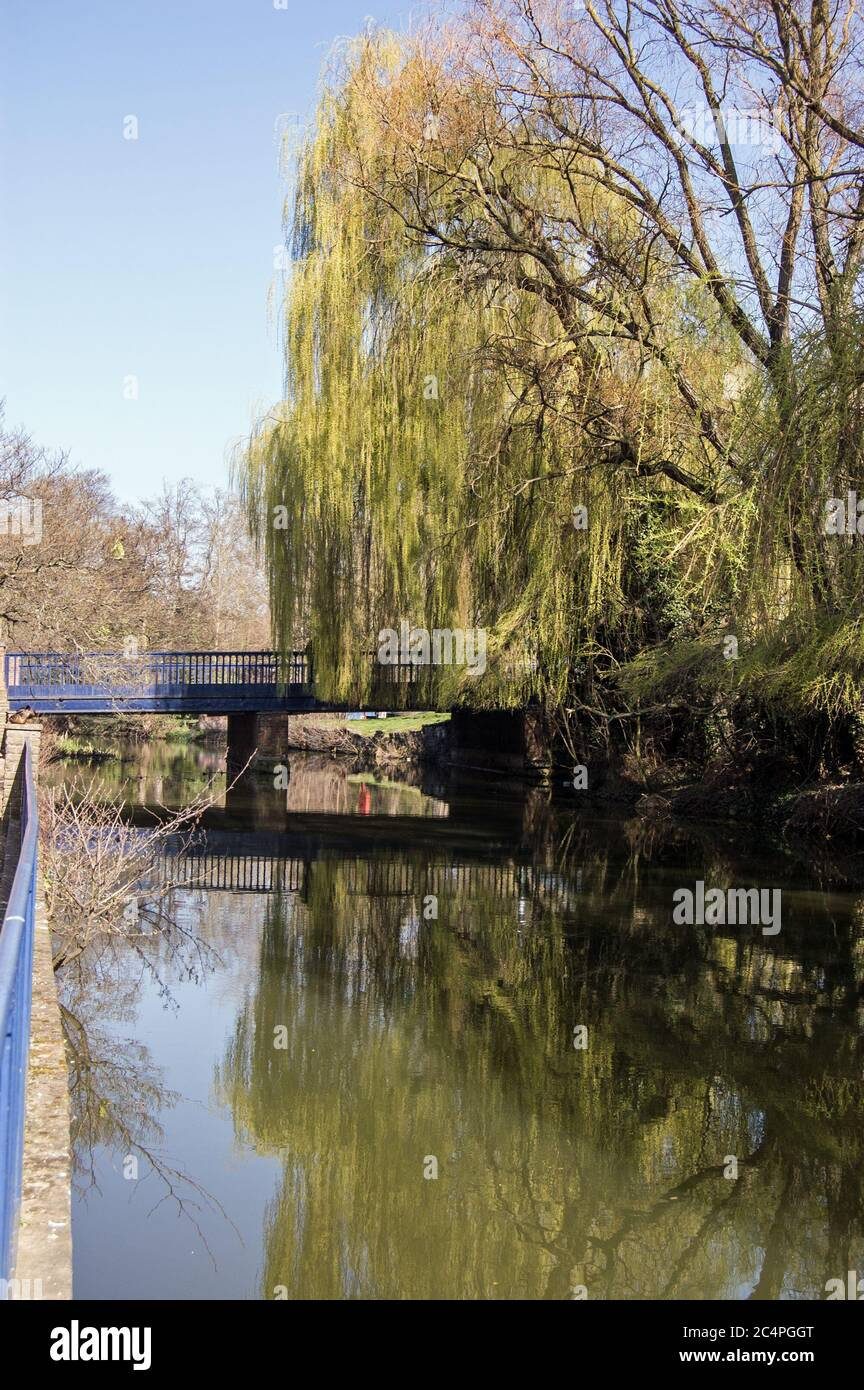 View along the Oxford Canal towards Hythe Bridge, City of Oxford. Stock Photo