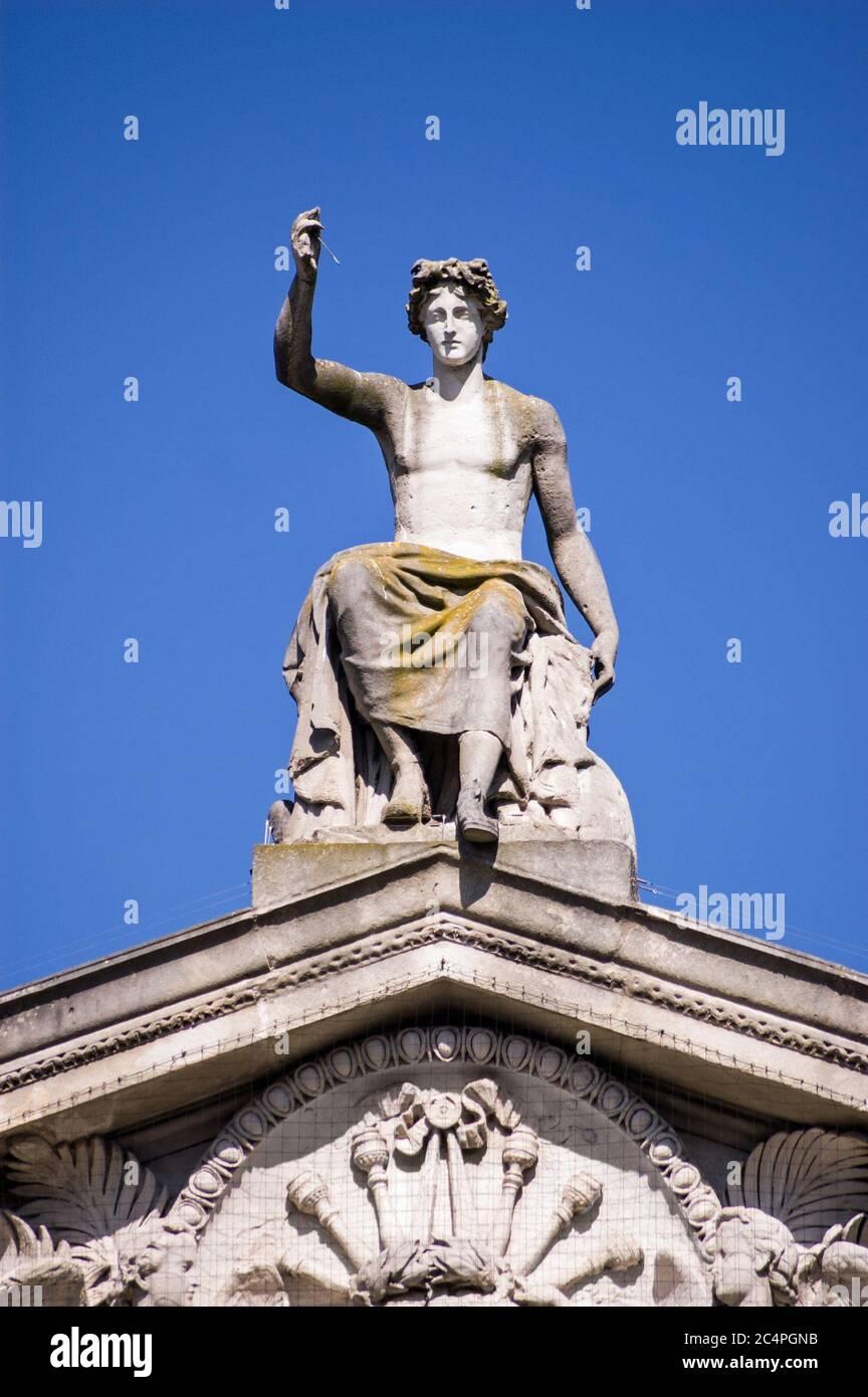 Statue of the Greek god Apollo on the pediment of Oxford's Ashmolean Museum. Stock Photo