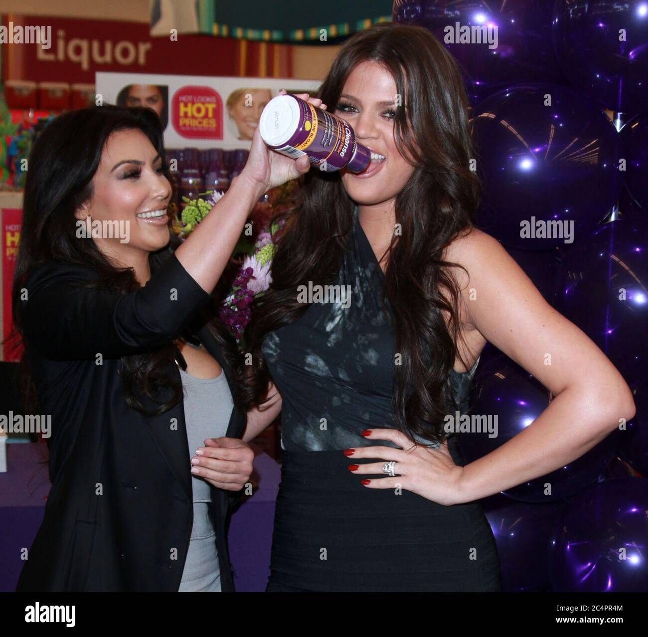 Sherman Oaks Ca May 06 Kim Kardashian L And Khloe Kardashian