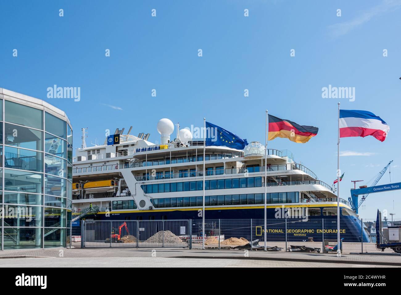 Das erste Kreuzfahrtschiff dieser Saison hat heute in Kiel am Ostseekai angelegt. Es handelt sich um die  Die National Geographic Endurance Stock Photo