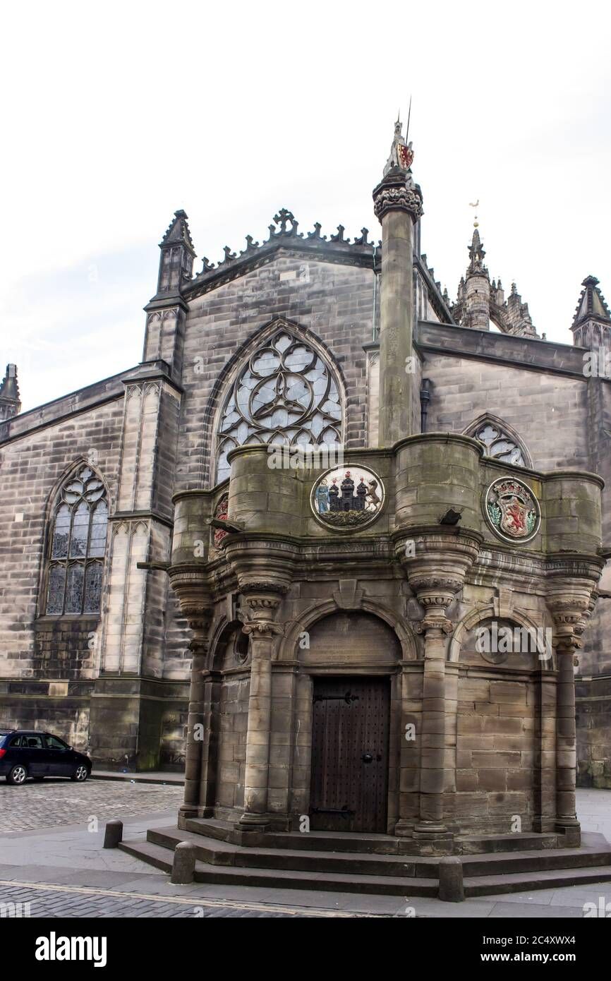 The Edinburgh old town Mercator Cross in front of the St Giles Cathedral Stock Photo