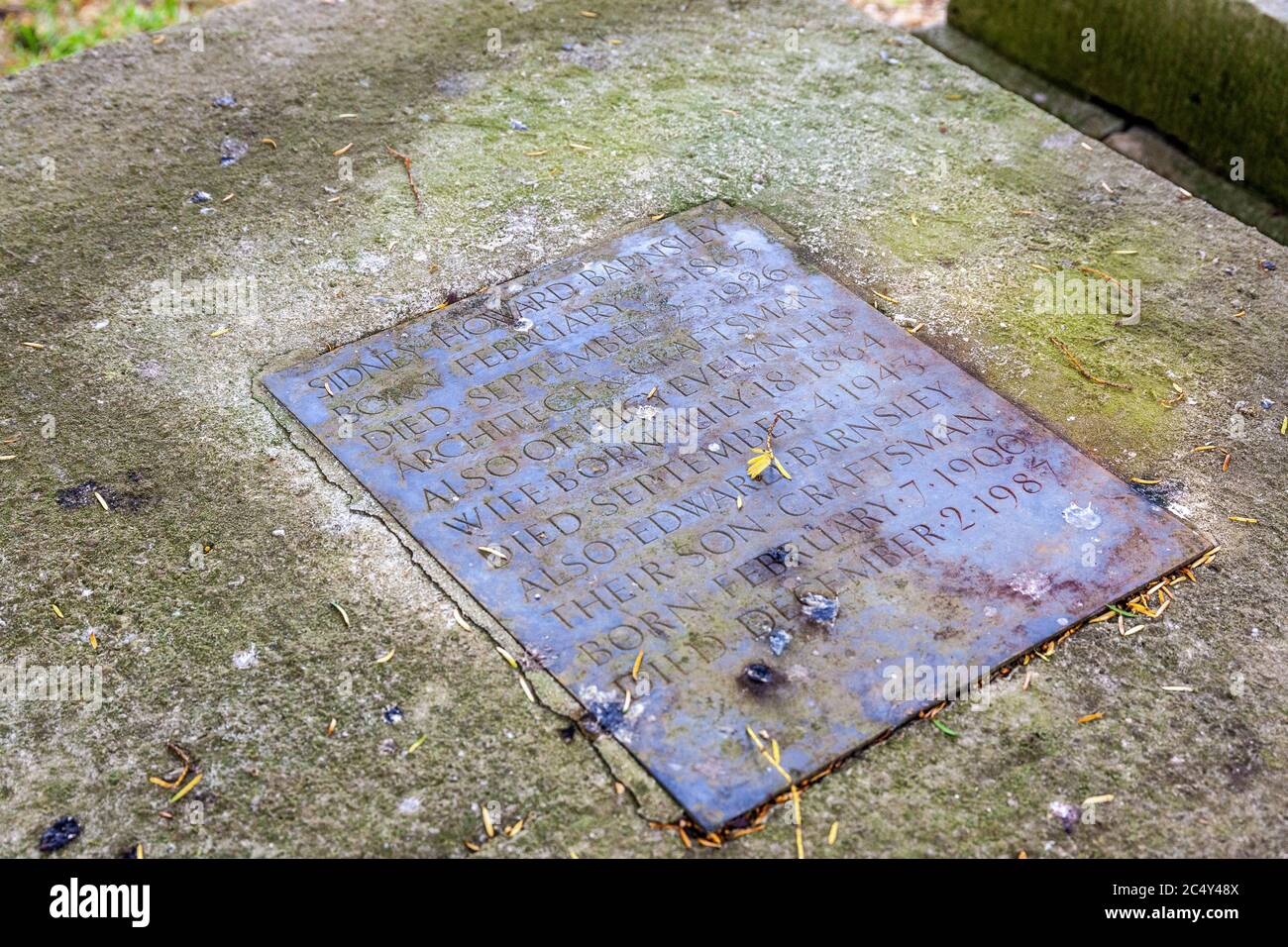 Grave Of Sidney Barnsley Arts Crafts Architect Craftsman In Churchyard Of St Kenelms Church In The Cotswold Village Of Sapperton Gloucestershire Stock Photo Alamy