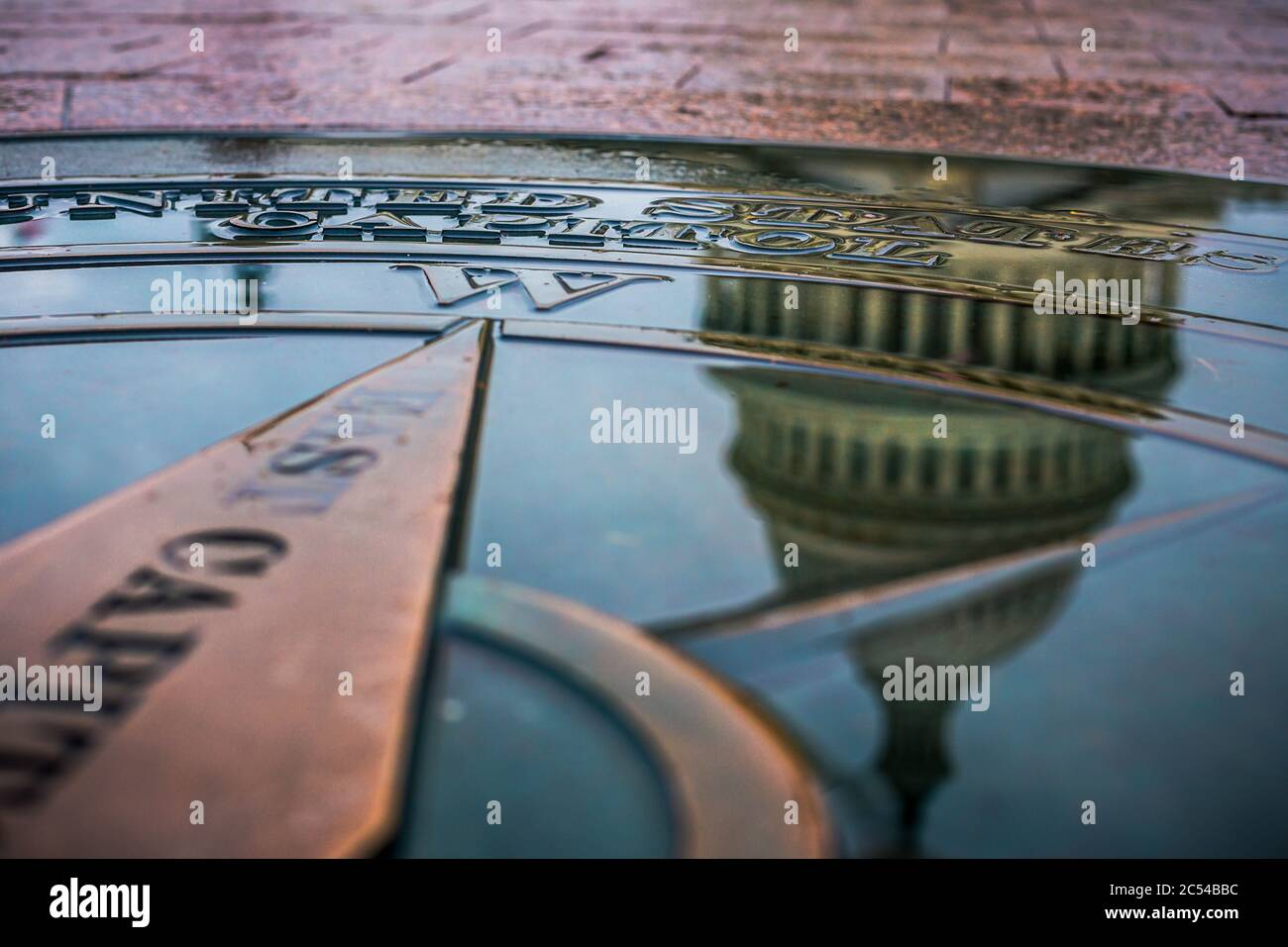 The United States Capitol Dome reflected in water Stock Photo
