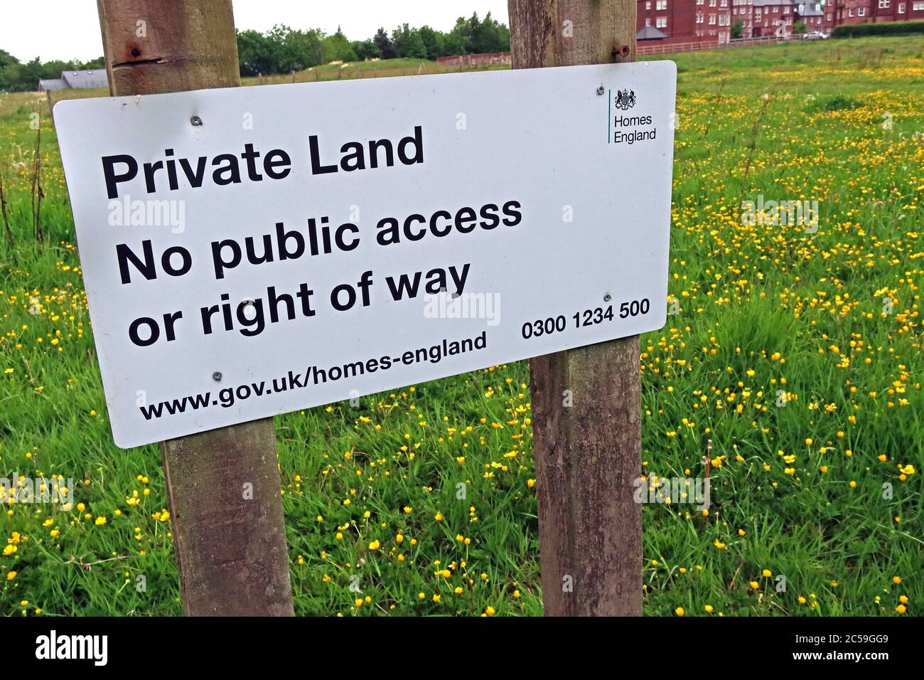 Private Land Sign, No Public Access or Right Of way,Homes-England,Homes, England,DCLG - Grappenhall Heys, Warrington, Cheshire, WA4 Stock Photo