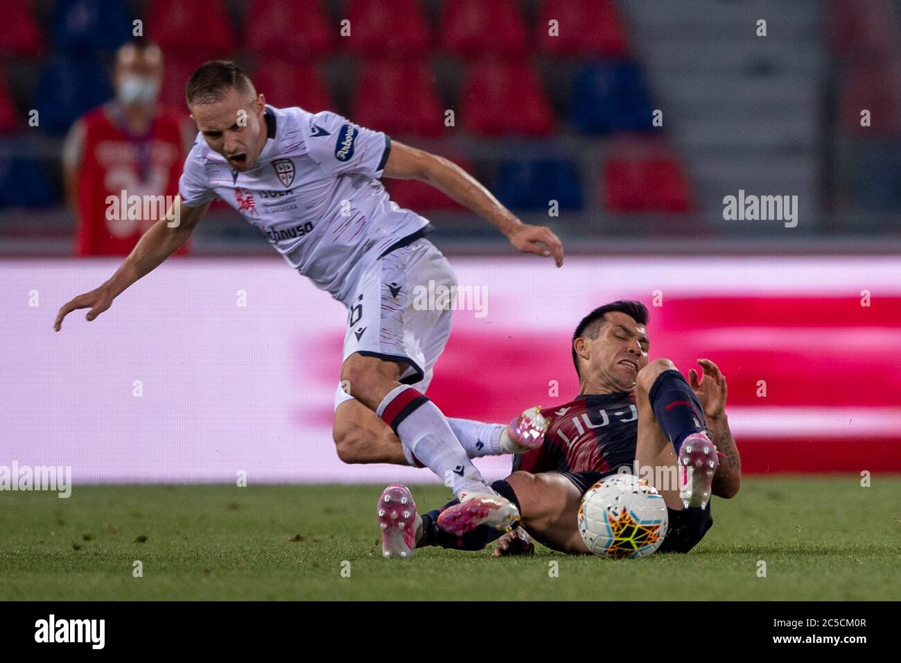 Gary Medel Bologna Marko Rog Cagliari During The Italian Serie A Match Between Bologna 1 1