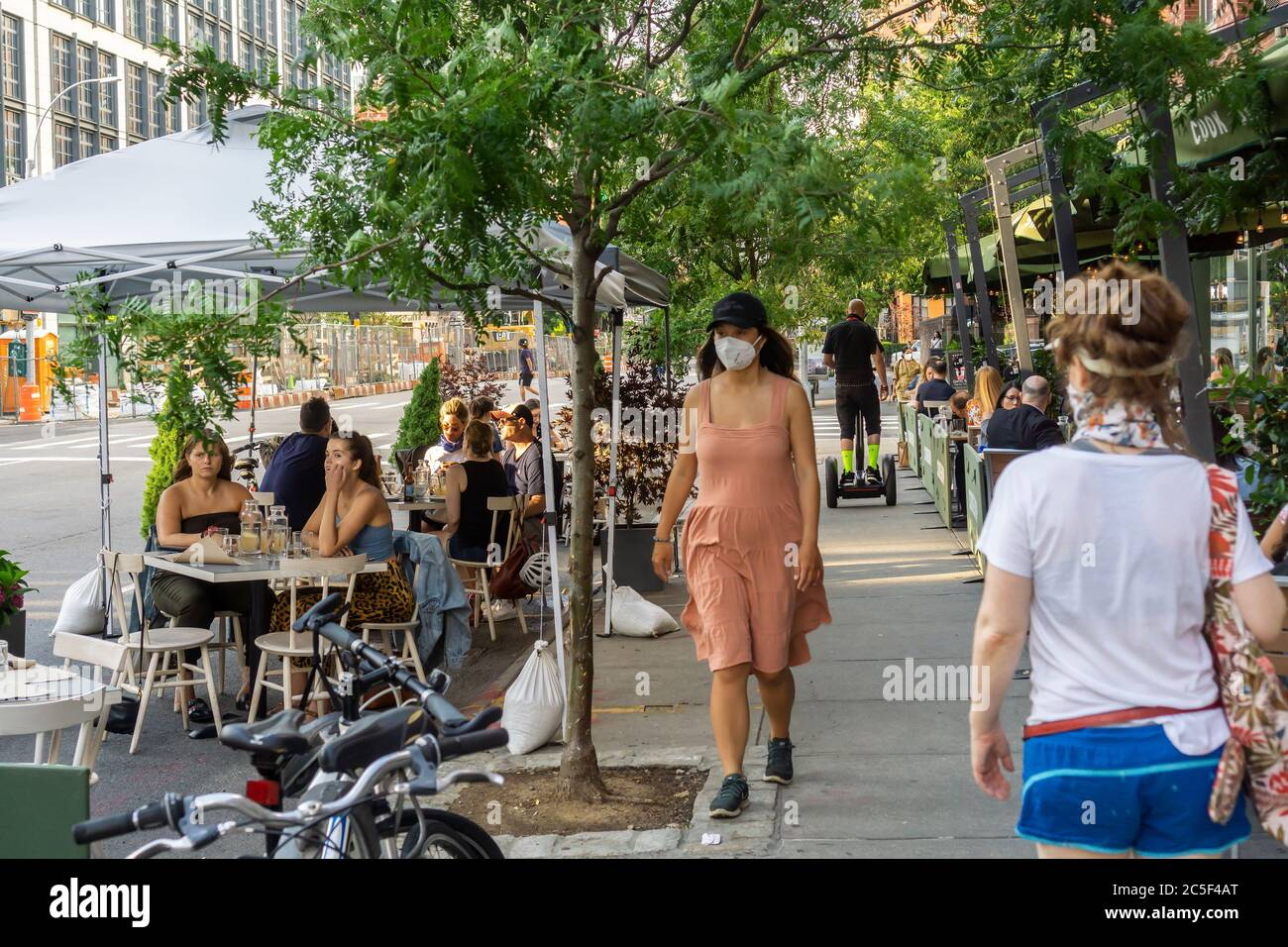 Outdoor dining at a restaurant in the Chelsea neighborhood in New York on Wednesday, July 1, 2020. While al fresco dining is now allowed indoor dining in New York City has been postponed due to coronavirus non-compliance concerns. (© Richard B. Levine) Stock Photo