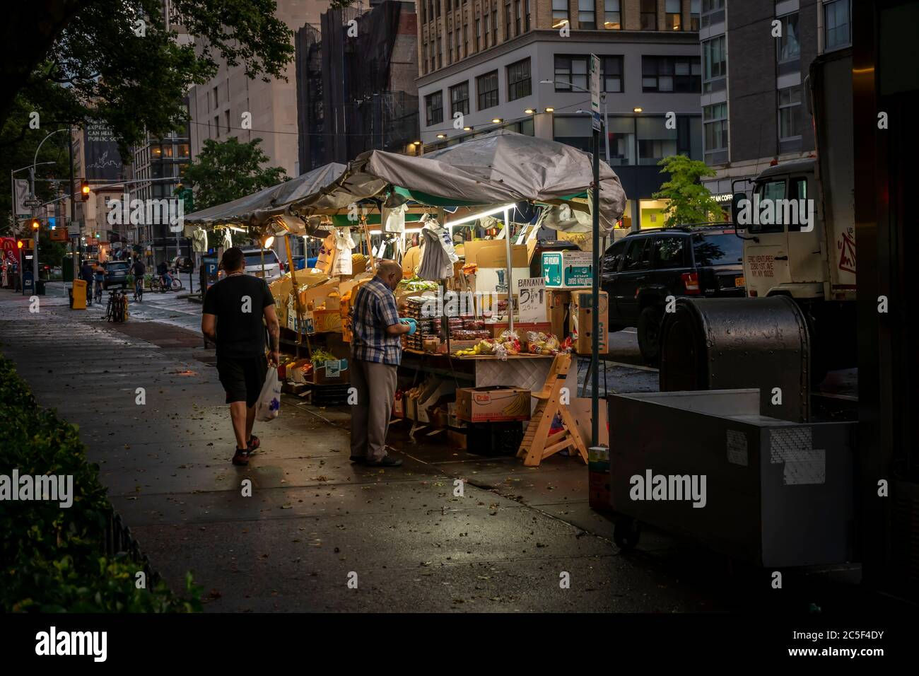 Fruit stand in the Chelsea neighborhood of New York on Sunday, June 28, 2020.  (© Richard B. Levine) Stock Photo