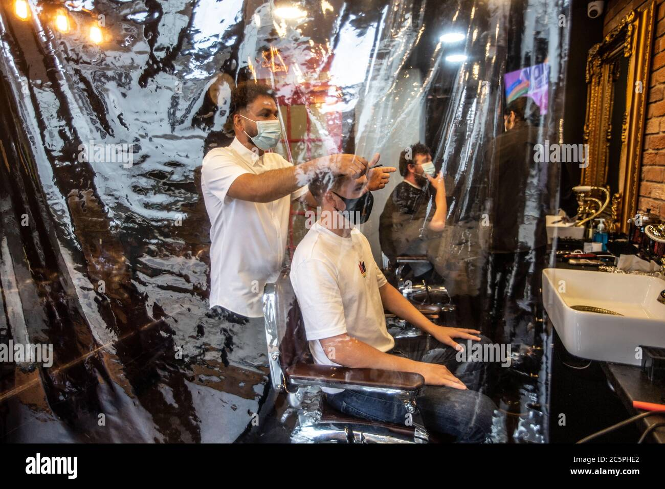 Mens Hair Salon High Resolution Stock Photography And Images Alamy