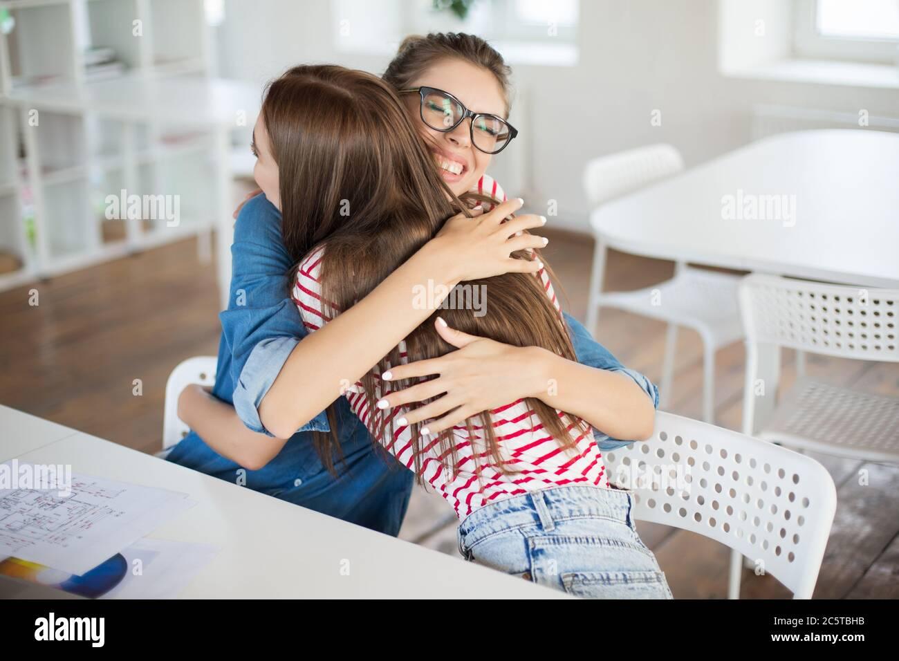 Фото девушек во время работы девушка модель работы с неблагополучными семьями