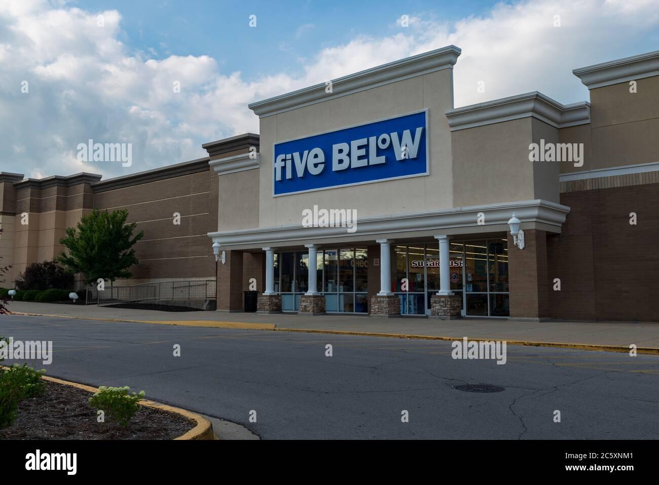 Five Below at Hamburg Pavilion in Lexington Kentucky Stock Photo ...