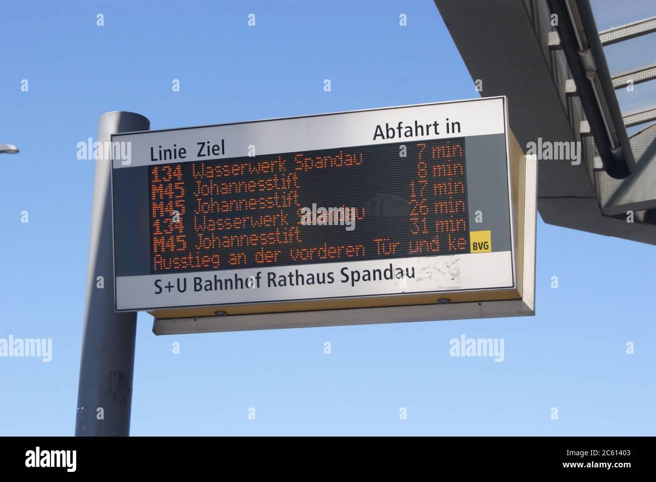 BVG-Fahranzeige am Rathaus Spandau Stock Photo